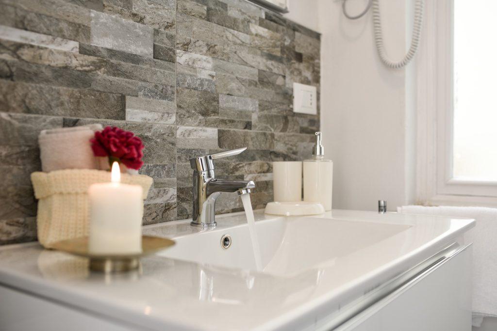 ekologinen-kylpyhuoneen-puhdistusaine