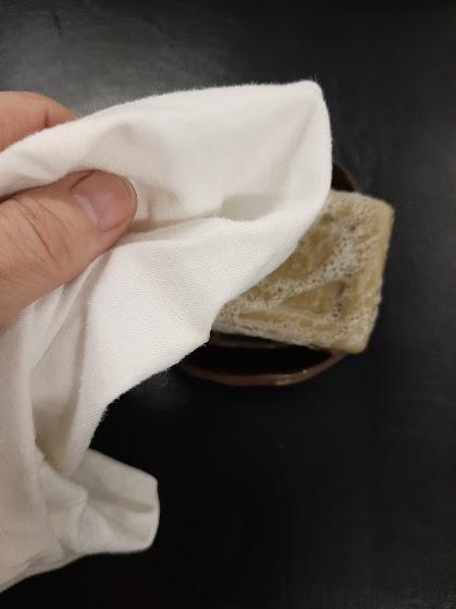 nahkasohvan-puhdistaminen-ekologisesti