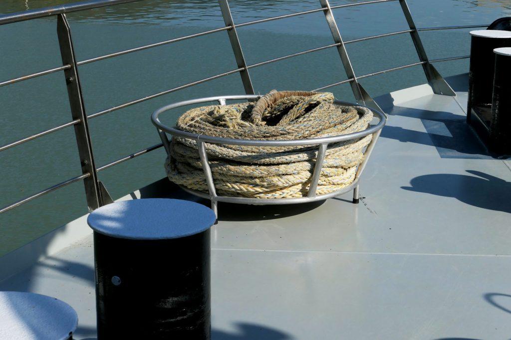 sisalkoysi-laivan-keulassa
